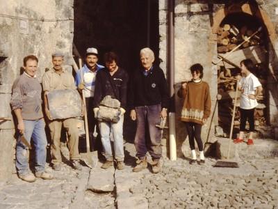 1993 Restauro nella piazzetta a Catremerio.JPG