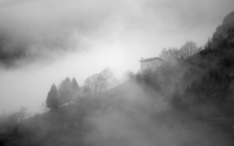 Val Brembilla nella nebbia